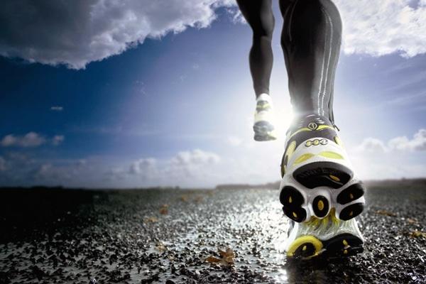 На жаль, але одними кардіовправами для зниження ваги, як правило, не обійтися, тому бажано ще й силові тренування