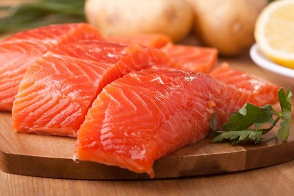 Червона риба збагачена необхідними організму корисними речовинами та містить велику кількість жирних омега-3 кислот.