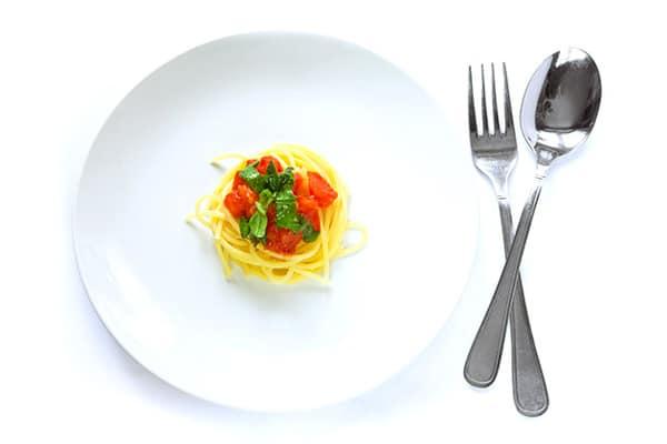 Свен-Девід Мюллер (Sven-David Müller), дієтолог і автор книг про правильне харчування з Марбурга (Німеччина), радить відмовитися від рясного обіду та обмежитися лише «дитячою» порцією їжі