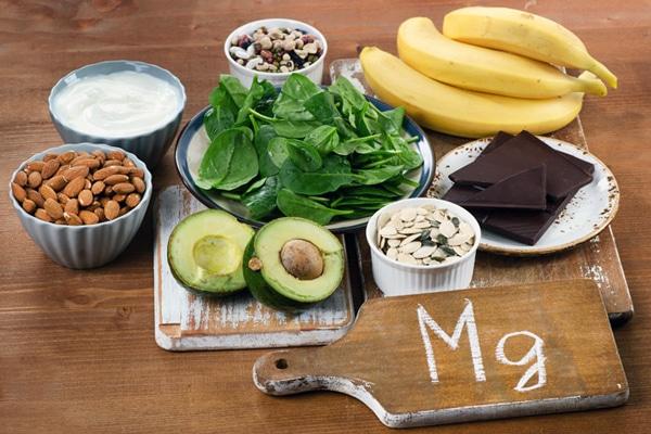 Протягом дня не варто зловживати продуктами, багатими магнієм: кунжутом, насінням, висівками - особливо, якщо вам належить фізична активність