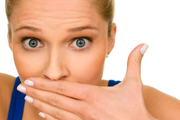 При пародонтозі та інших захворюваннях ясен поява запаху пов'язано з тими ж причинами, що і при карієсі