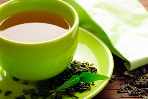 Крім лікування неприємного запаху з рота, пиття зеленого чаю допомагає запобігти утворенню карієсу